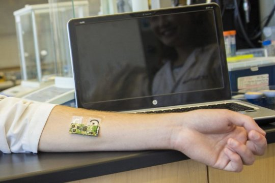 Electronic skin patch monitors alcohol levels
