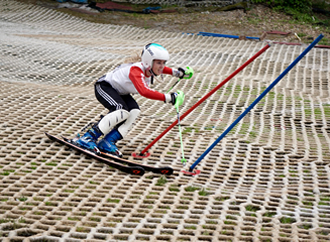 Sponsored teenage skier named an England Dry Slope Ambassador