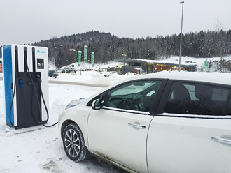System is able to simultaneously charge four EVs
