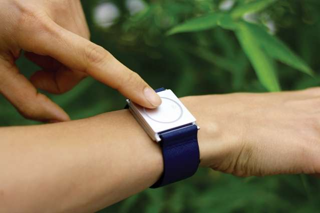 Wristband detects and alerts for seizures