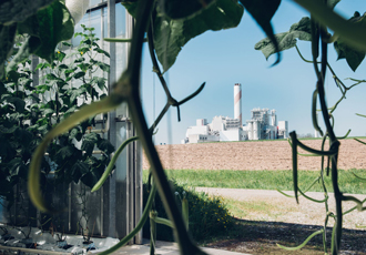 Commercial plant captures CO2 from the air