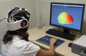 Electrical brain stimulation improves people's creativity