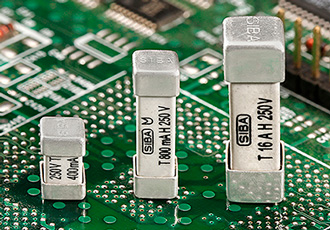 Miniature fuse breaks short circuit currents of up to 1,500A