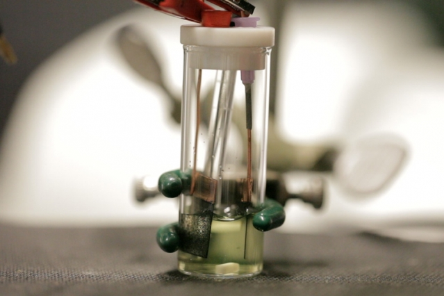 Electrochemical method can clear pollutants from water