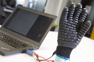 E-gloves protect workers from dangerous vibration