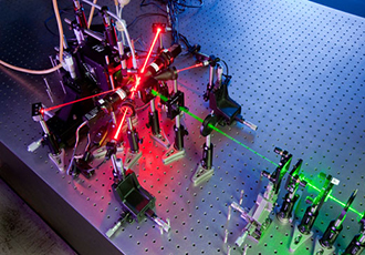 Holograms and lasers identify aerosol particles