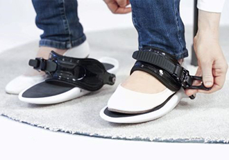 Discover virtual worlds with a light foot
