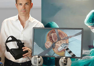 Surgery simulator combines VR and cutting-edge haptics