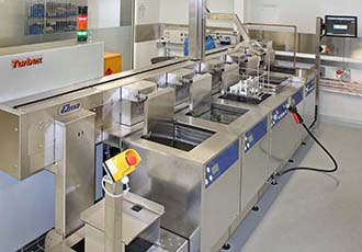 Aqueous cleaning and surface treatment equipment
