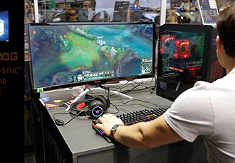 Showcasing gaming monitors at gamescom 2018