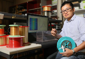Optical fibres can 'feel' the materials around them