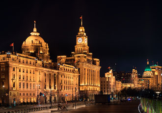 Shanghai Bund illuminated with tunable white LEDs