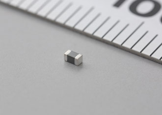 Filter ferrite bead designed for high current automotive applications