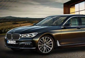 BMW 7 series finds a space, then parks itself