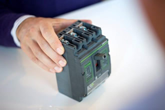 Polyamides suit heavy-duty circuit breakers