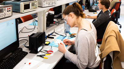 Tektronix supports university lab with T&M equipment